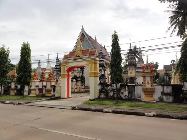 Đền Wat Xayaphoum nằm trong lòng thủ phủ Savanakhet.