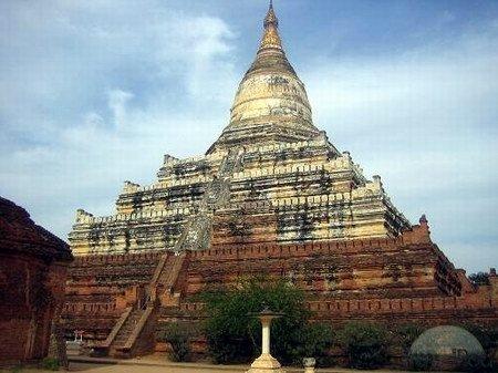 Đền Shwesandaw tại vùng đất huyền thoại Bagan.