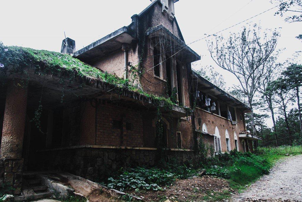 Những địa điểm bị bỏ hoang đẹp - nhà nguyện Đà Lạt