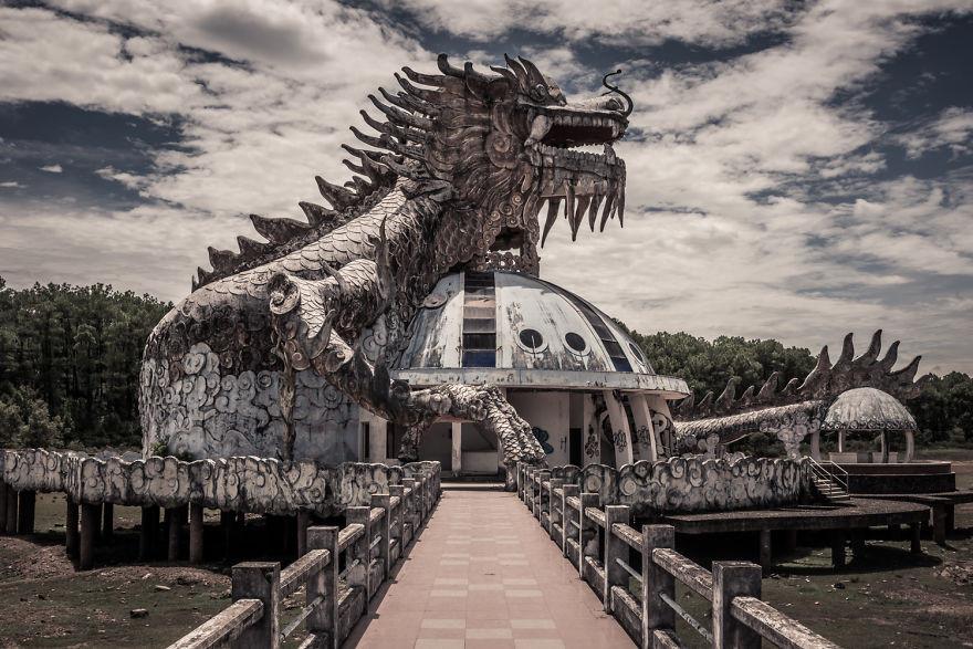 Những địa điểm bị bỏ hoang đẹp - Công viên nước Hồ Thủy Tiên - Huế