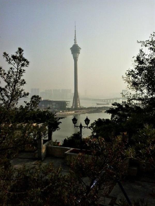 Macau Tower nhìn từ xa
