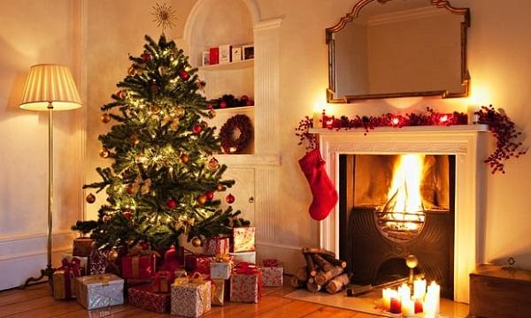Ở Mỹ luôn trang trí cây thông và treo tất vào dịp Giáng Sinh