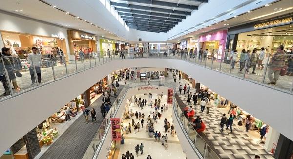 Một trong những điểm thu hút du khách nhất khi du lịch Hàn Quốc chính là các trung tâm mua sắm