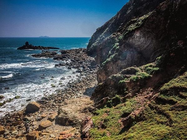Nước bãi Kỳ Co trong vắt có thể nhìn thấy đáy