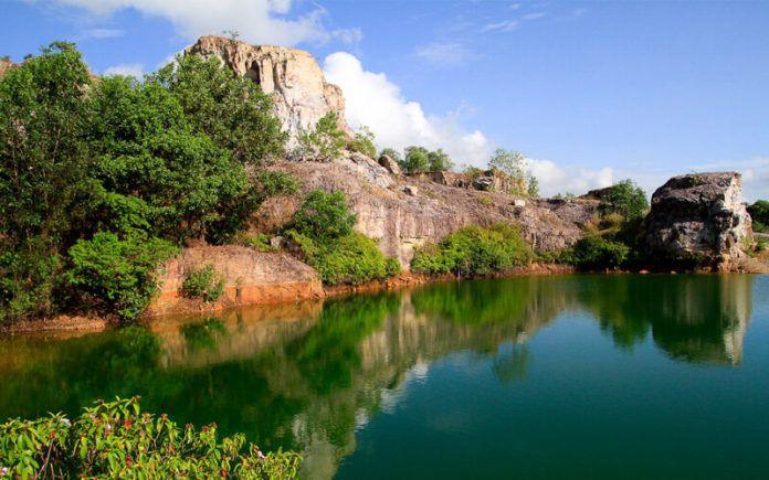 Phong cảnh tỉnh lặng, hoang sơ, huyền bí của hồ Tà Pạ An giang
