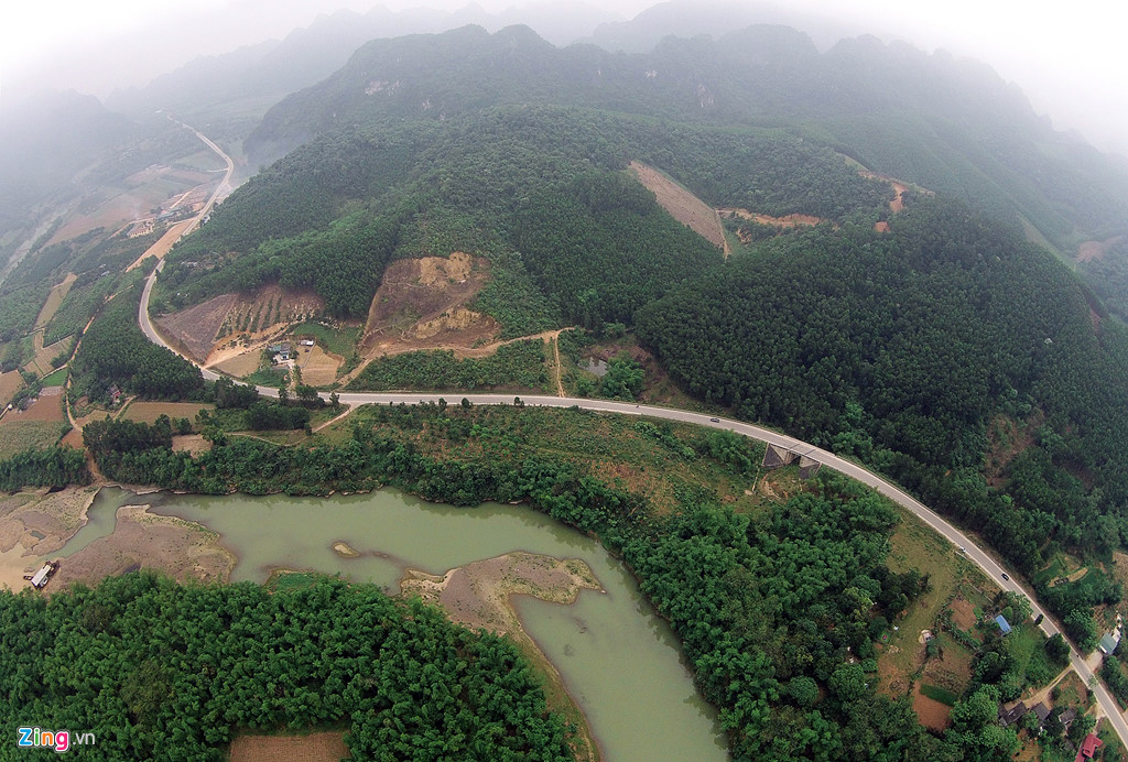 Cung đường Núi Phụng và đường Hồ Chí Minh
