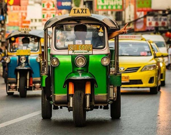 Xe tuk tuk là một phương tiện di chuyển rất phổ biến tại Thái Lan