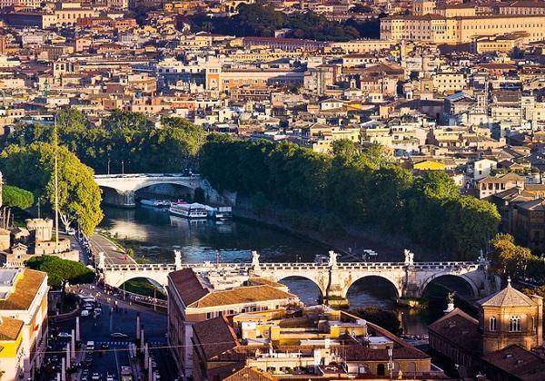 Thành cổ Rome cổ kính.