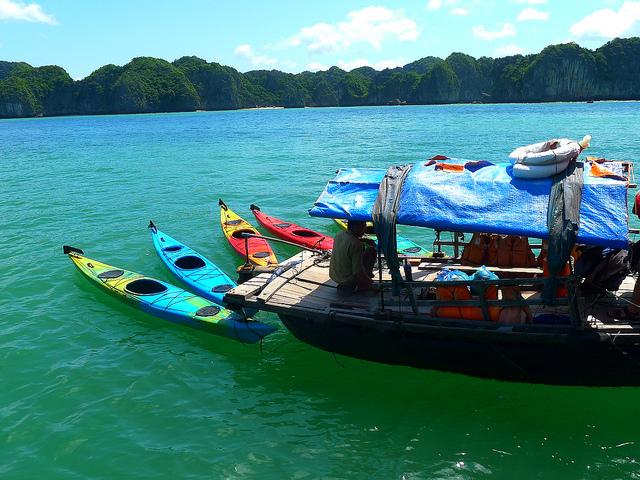 Nước biển cực đẹp tại vịnh Lan Hạ