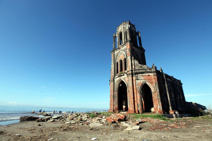 Hoàn toàn ngất ngây với những địa điểm bị bỏ hoang này - Nhà thờ đổ Nam Định